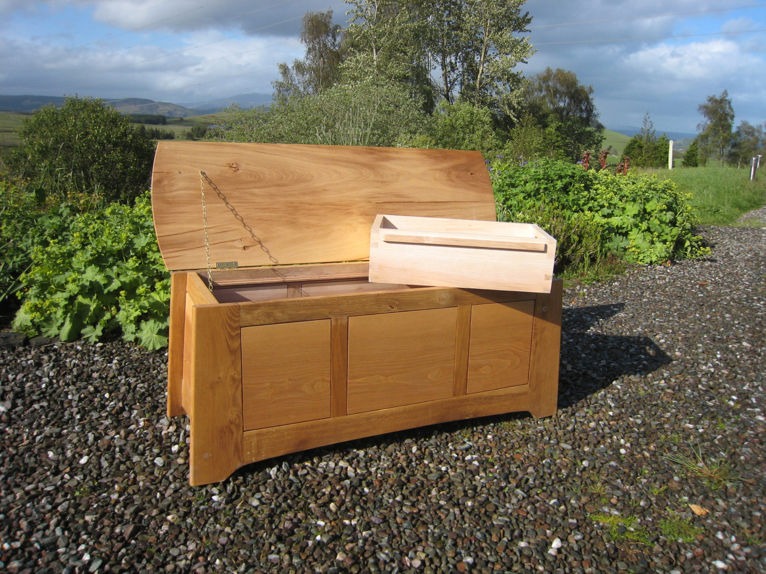 Blanket chest in ash and elm